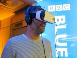Просмотр VR-видео с помощью шлема и подключенного смартфона // bbc.co.uk